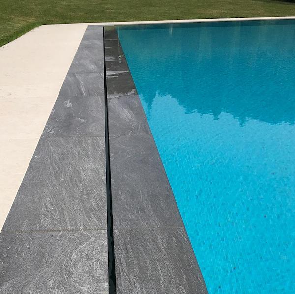 Moderna piscina privata nel borgo di Torre Maina